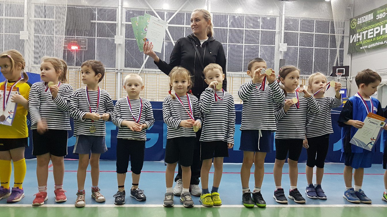 Команда детей старших групп заняла 1 место